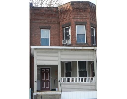 独户住宅 为 销售 在 157 Beech Street 157 Beech Street Holyoke, 马萨诸塞州 01040 美国