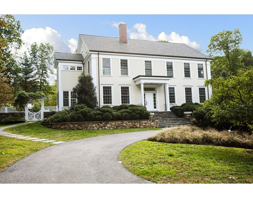 Casa Unifamiliar por un Venta en 22 Greylock Road Wellesley, Massachusetts 02481 Estados Unidos