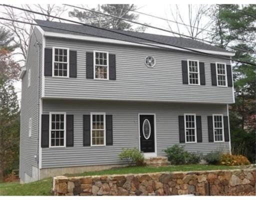 Maison unifamiliale pour l Vente à 140 Greene Street Hopedale, Massachusetts 01747 États-Unis