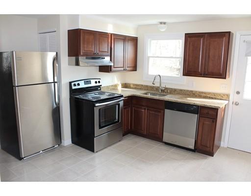 Casa Unifamiliar por un Alquiler en 346 Brown Street Attleboro, Massachusetts 02703 Estados Unidos