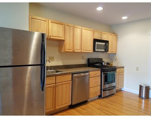 独户住宅 为 出租 在 116 Trenton Street 波士顿, 马萨诸塞州 02128 美国