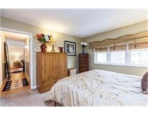Additional photo for property listing at 36 Maple Crest Circle  Holyoke, Massachusetts 01040 Estados Unidos
