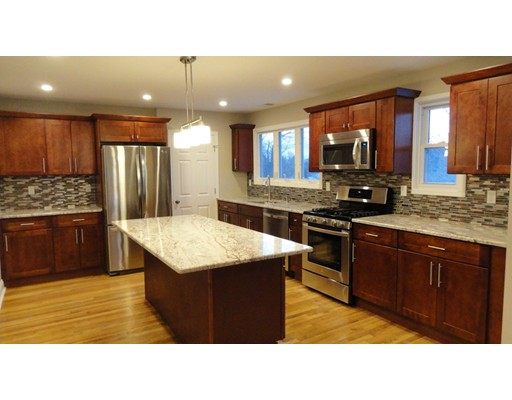 Additional photo for property listing at 11 Carlton Terrace  Watertown, Massachusetts 02472 Estados Unidos