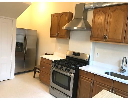 Casa Unifamiliar por un Alquiler en 15 Bishop Allen Drive Cambridge, Massachusetts 02139 Estados Unidos