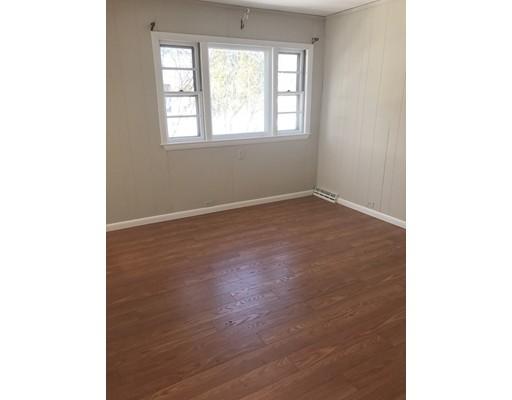 Maison unifamiliale pour l à louer à 72 West Grove Street Middleboro, Massachusetts 02346 États-Unis