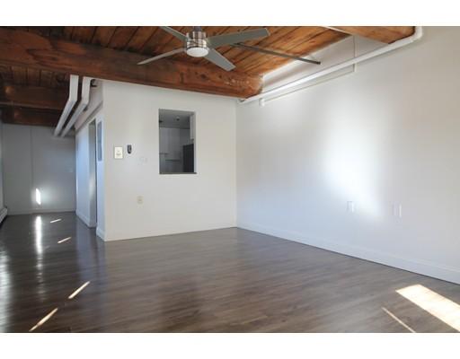 独户住宅 为 出租 在 15 Taylor Springfield, 马萨诸塞州 01103 美国
