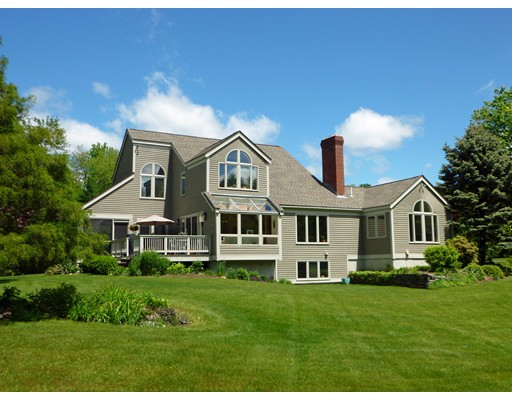 واحد منزل الأسرة للـ Sale في 4 Bancroft Street Pepperell, Massachusetts 01463 United States