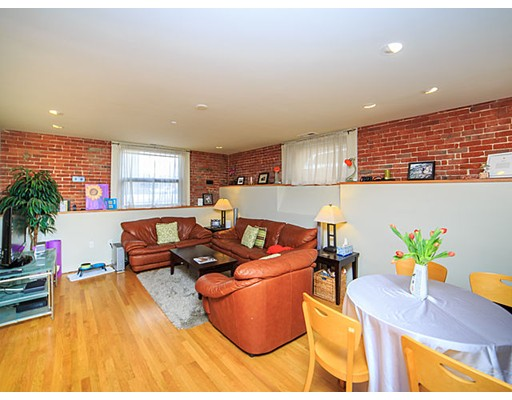 Additional photo for property listing at 125 B Street 125 B Street Boston, Massachusetts 02127 États-Unis