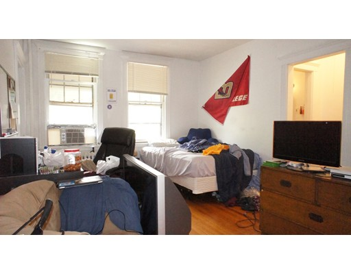 Additional photo for property listing at 24 Sidlaw Street  Boston, Massachusetts 02135 Estados Unidos