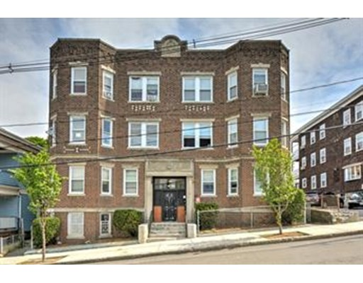 Многосемейный дом для того Продажа на 70 Bellingham Avenue (13 units) Chelsea, Массачусетс 02150 Соединенные Штаты