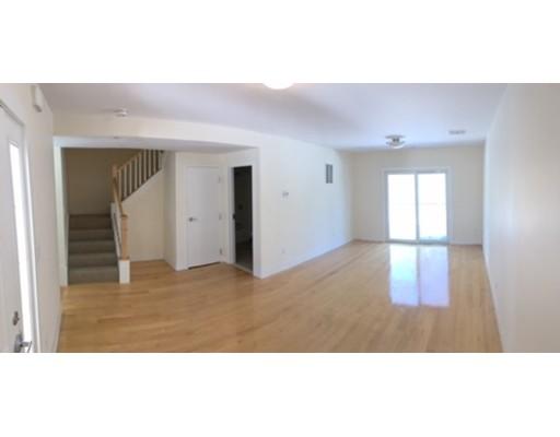 Casa Unifamiliar por un Alquiler en 790 E Ashland Street Brockton, Massachusetts 02302 Estados Unidos