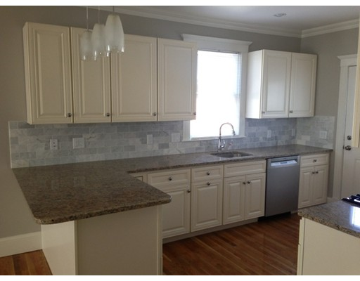 Casa Unifamiliar por un Alquiler en 109 Otis Cambridge, Massachusetts 02141 Estados Unidos