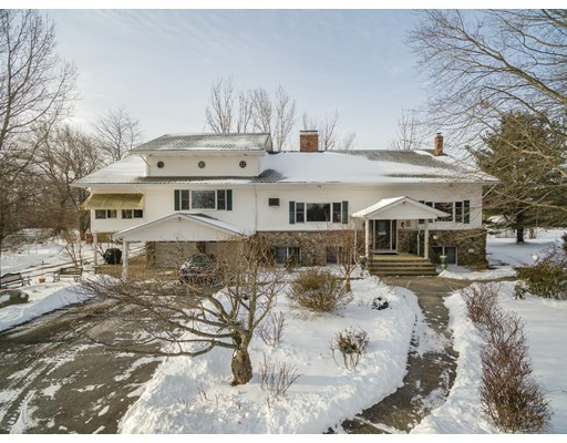 Частный односемейный дом для того Продажа на 404 Town Farm Road Burrillville, Род-Айленд 02859 Соединенные Штаты