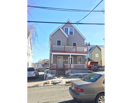 Casa Multifamiliar por un Venta en 9 Ashton Street Everett, Massachusetts 02149 Estados Unidos