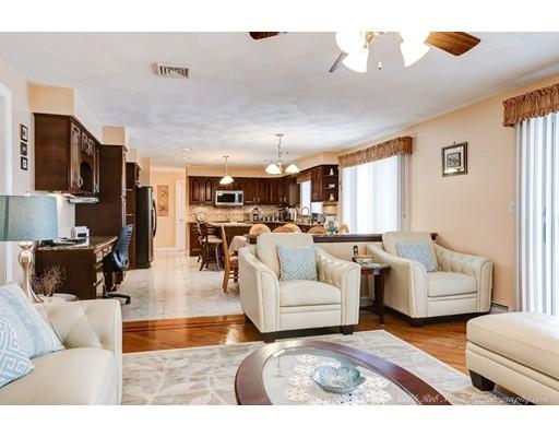 Casa Unifamiliar por un Venta en 10 Hathaway Avenue Peabody, Massachusetts 01960 Estados Unidos