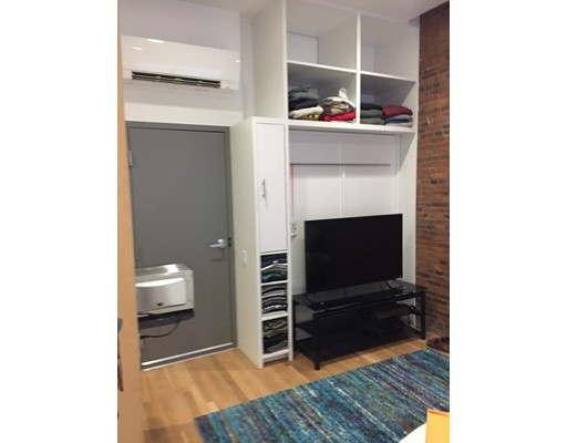 Casa Unifamiliar por un Alquiler en 144 Bowdoin Street Boston, Massachusetts 02108 Estados Unidos