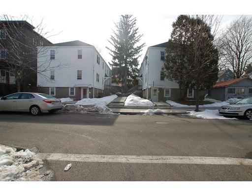 متعددة للعائلات الرئيسية للـ Sale في 28 Parker Street Everett, Massachusetts 02149 United States
