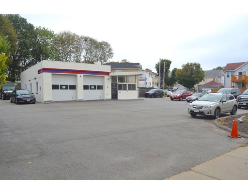 Commercial pour l Vente à 325 Alewife Brook Pkwy 325 Alewife Brook Pkwy Somerville, Massachusetts 02144 États-Unis