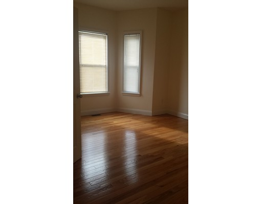 独户住宅 为 出租 在 52 Franklin Street Revere, 马萨诸塞州 02151 美国