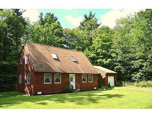 واحد منزل الأسرة للـ Sale في 15 Thicket Road 15 Thicket Road Tolland, Massachusetts 01034 United States