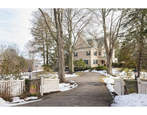Casa Unifamiliar por un Venta en 760 Brush Hill Road Milton, Massachusetts 02186 Estados Unidos