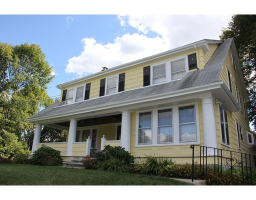 Casa Unifamiliar por un Venta en 22 Hutchinson Road Arlington, Massachusetts 02474 Estados Unidos