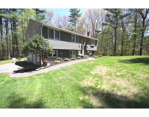 Single Family Home for Sale at 146 Glenwood Place Hanson, Massachusetts 02341 United States