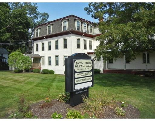 Additional photo for property listing at 31 Trumbull Road 31 Trumbull Road Northampton, Massachusetts 01060 États-Unis