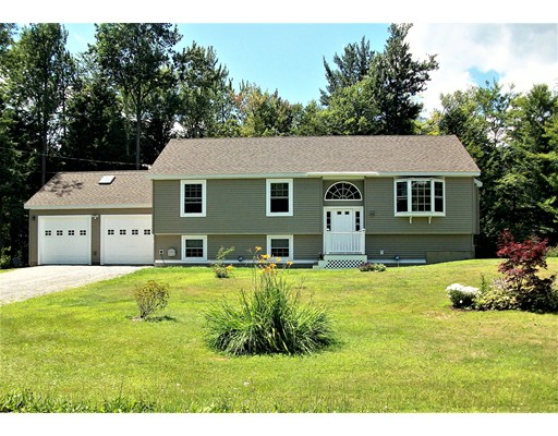واحد منزل الأسرة للـ Sale في 14 King Arthur Drive Becket, Massachusetts 01223 United States