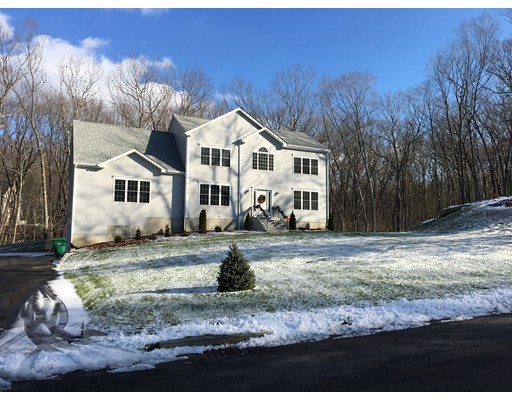 Single Family Home for Sale at 3 Pond Street Mendon, Massachusetts 01756 United States