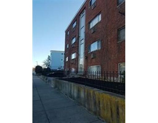 独户住宅 为 出租 在 135 Neponset Avenue 波士顿, 马萨诸塞州 02122 美国