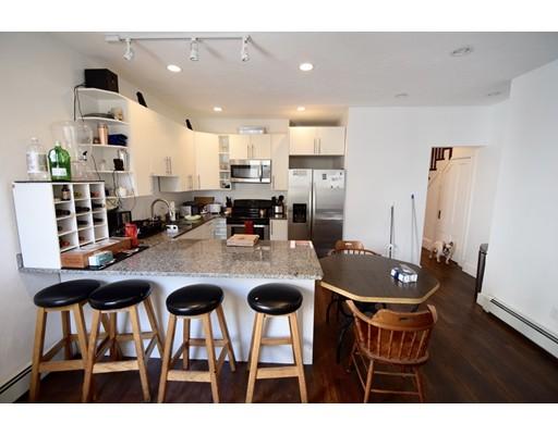 Casa Unifamiliar por un Alquiler en 15 Mackin Street Boston, Massachusetts 02135 Estados Unidos