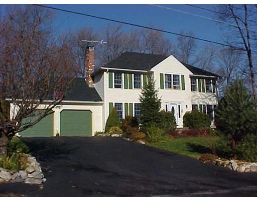 Частный односемейный дом для того Продажа на 26 Lantern Lane Milford, Массачусетс 01757 Соединенные Штаты