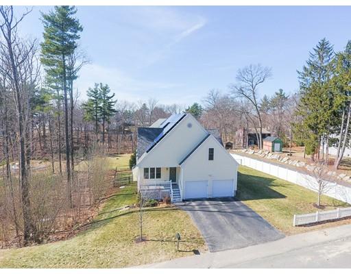 Maison unifamiliale pour l Vente à 44 Norwood Avenue Ayer, Massachusetts 01432 États-Unis