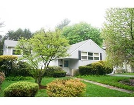 独户住宅 为 出租 在 155 Christina Street 牛顿, 马萨诸塞州 02461 美国