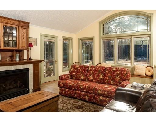 واحد منزل الأسرة للـ Sale في 1410 Center Street Ludlow, Massachusetts 01056 United States
