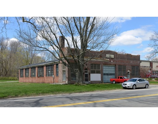 Commercial pour l Vente à 687 County Street Taunton, Massachusetts 02780 États-Unis