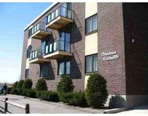 Многосемейный дом для того Продажа на 45 Belle Isle Avenue Revere, Массачусетс 02151 Соединенные Штаты