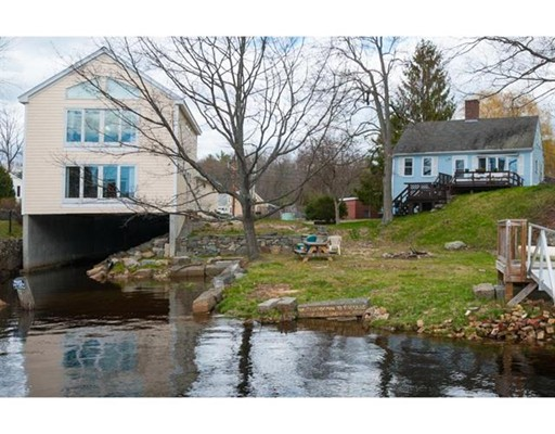 Single Family Home for Sale at 8 Bay Road Newmarket, New Hampshire 03857 United States