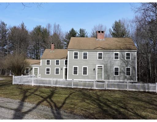 Maison unifamiliale pour l Vente à 341 River Road Putnam, Connecticut 06260 États-Unis