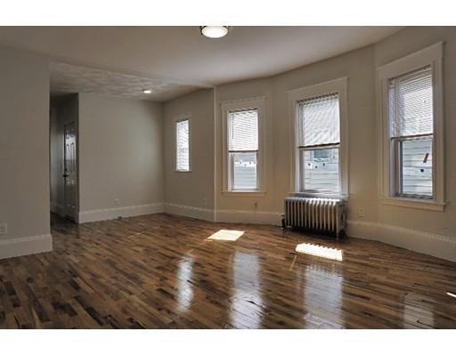 Casa Unifamiliar por un Alquiler en 39 Bradley Street Somerville, Massachusetts 02145 Estados Unidos