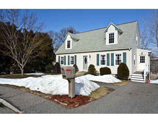 Частный односемейный дом для того Продажа на 4 Connors Drive Woburn, Массачусетс 01801 Соединенные Штаты