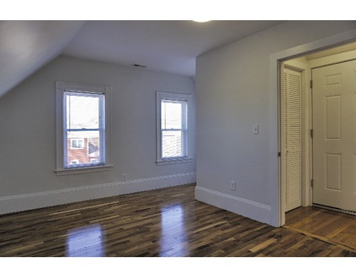 Additional photo for property listing at 39 Bradley Street  Somerville, Massachusetts 02145 Estados Unidos