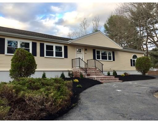 Maison unifamiliale pour l Vente à 864 Auburn Street Bridgewater, Massachusetts 02324 États-Unis