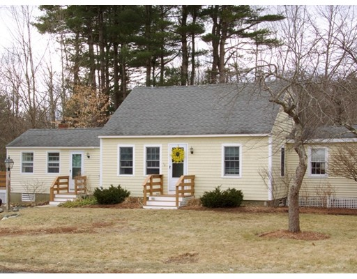 Maison unifamiliale pour l Vente à 18 Jewell Street South Hampton, New Hampshire 03827 États-Unis