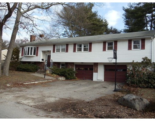 Casa Unifamiliar por un Venta en 75 Golden Road Stoughton, Massachusetts 02072 Estados Unidos
