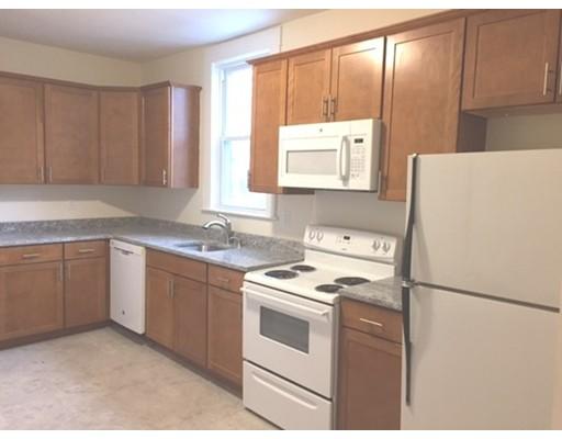 独户住宅 为 出租 在 37 Dover Street Lowell, 01851 美国