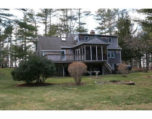 Maison unifamiliale pour l Vente à 70 Wareham Street Carver, Massachusetts 02330 États-Unis