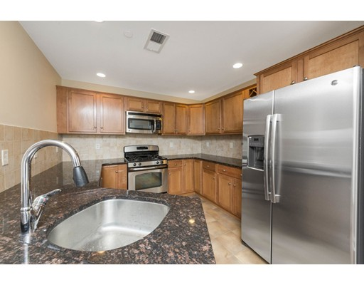 Condominio por un Venta en 120 Wyllis Everett, Massachusetts 02149 Estados Unidos