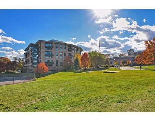 Additional photo for property listing at 2400 Beacon Street  Boston, Massachusetts 02467 Estados Unidos